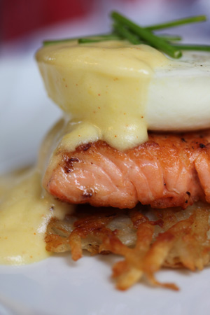 Post image for Eggs Benedict with Hollandaise Sauce