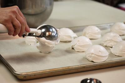 Making-Meringues
