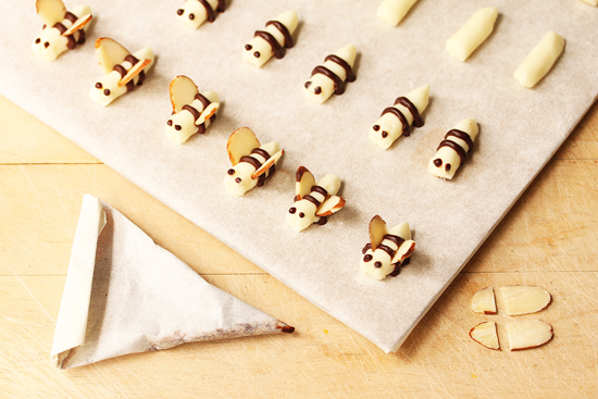 Post image for Little Buttercream Bees and How To Make A Piping Cone