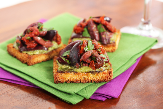 Post image for Kalamata Olive & Sun-Dried Tomato Toasts