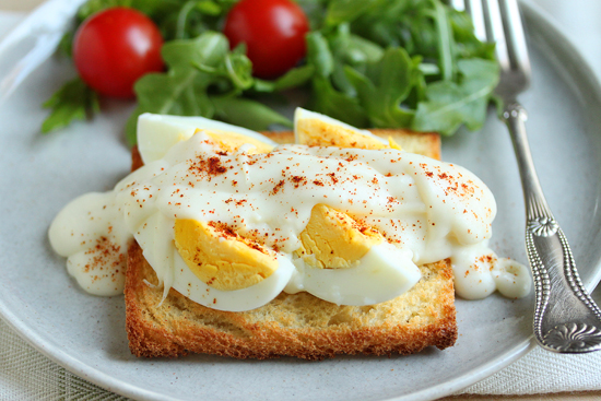 Post image for Hard-Cooked Eggs on Toast with Béchamel Sauce