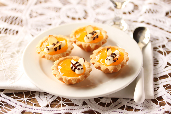 Mini Lemon Tartlet with Buttercream Bees