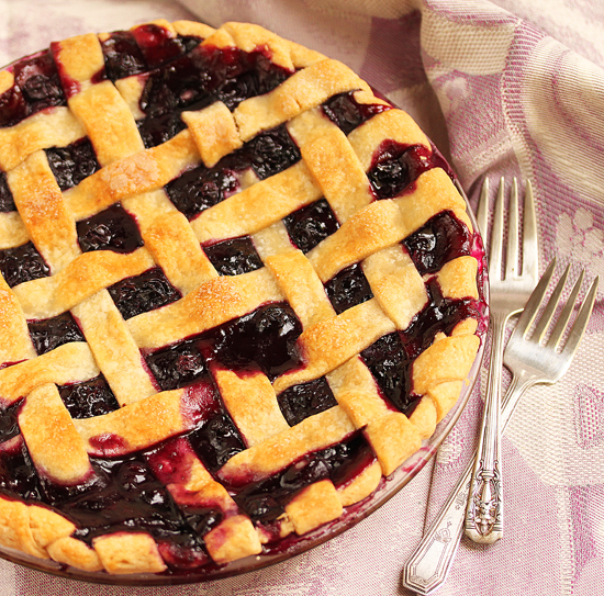 Post image for Blueberry Pie & How To Make A Lattice Top