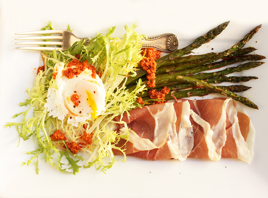 Post image for Poached Egg, Prosciutto, Roasted Asparagus & Frisée Salad with Romesco Sauce