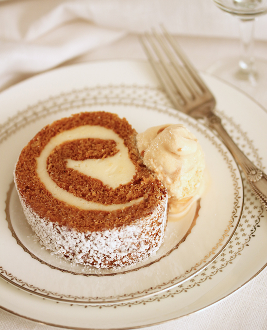 Post image for Pumpkin Roll Cake with Cream Cheese Filling